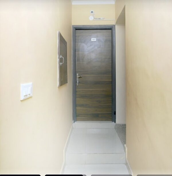 Best budget room in Gurgaon nd ncr, holiday rental in Manesar