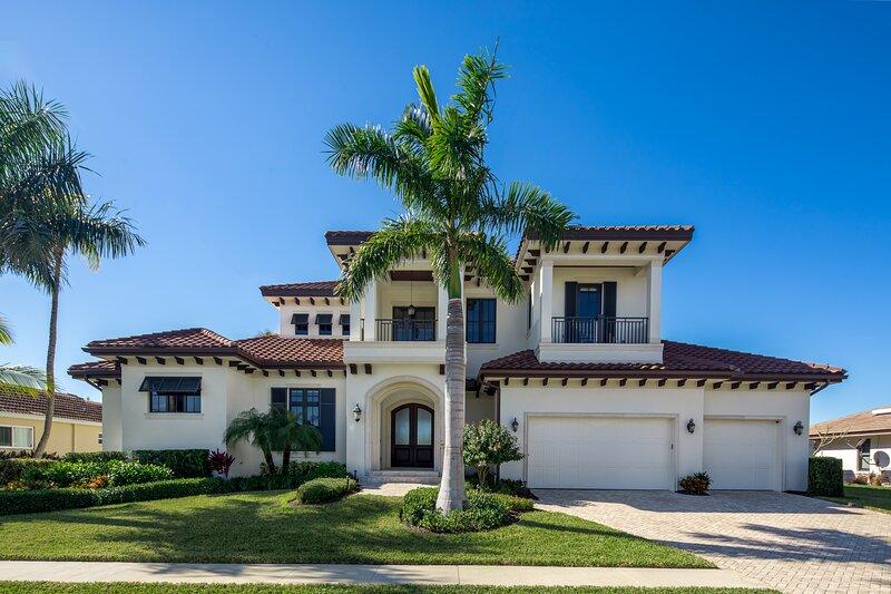 HOLLYHOCK - Modern Florida Lifestyle Defined !, alquiler de vacaciones en Isla Marco