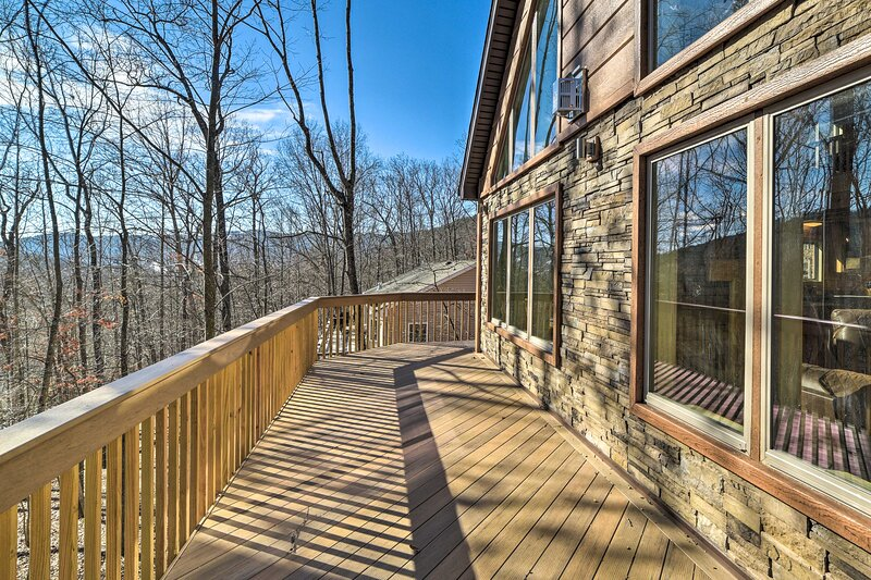 NEW! Cabin w/ Mtn View, 4 Mi to Massanutten Resort, holiday rental in Harrisonburg