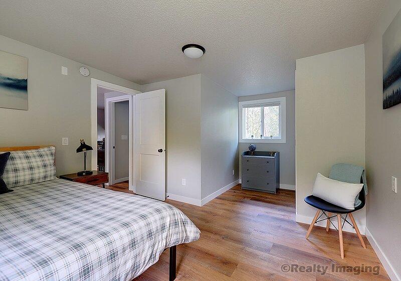 Large bedroom - 9