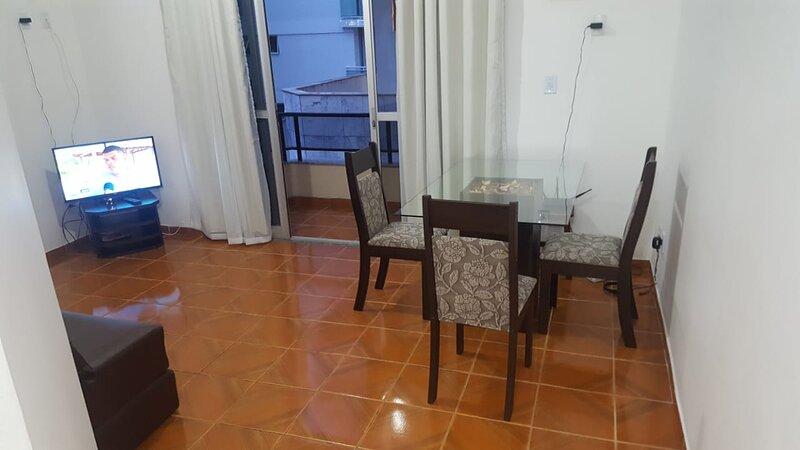 Apartamento 2 Quartos a 100 m da Prainha, holiday rental in Arraial do Cabo