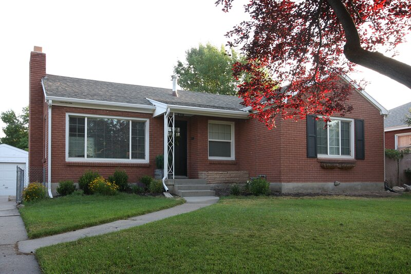 Private Main Floor 2BR 45min from 8+ Ski Resorts, holiday rental in Davis County
