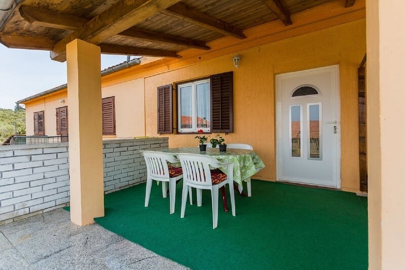 Vesna - 100 m from sea: A3(4) - Luka, holiday rental in Luka