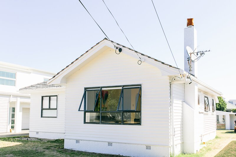 Mount Beach House - 40 Seconds Walk from the Beach (Mount Maunganui), vakantiewoning in Mount Maunganui