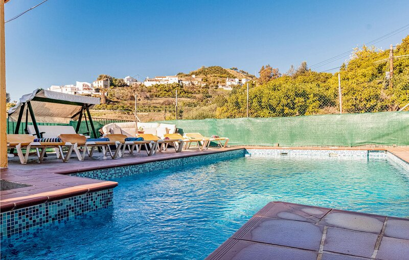Stunning home in Viñuela with Outdoor swimming pool, WiFi and 3 Bedrooms (EAS47, holiday rental in Vinuela