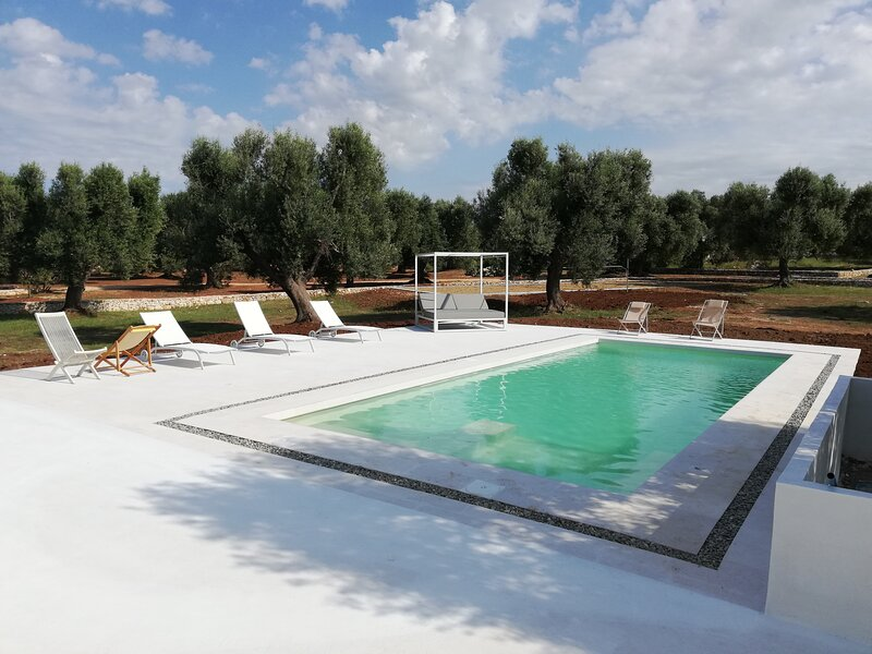 Villa Aura d'Olivo con piscina, aluguéis de temporada em Carovigno