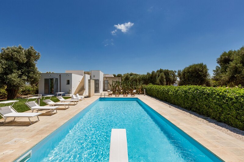 Villa Torre Guaceto con piscina by Wonderful Italy, holiday rental in Serranova