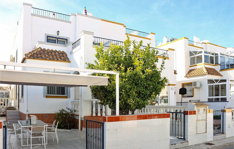 Awesome home in Orihuela - Costa with WiFi and 3 Bedrooms (EBI389), holiday rental in La Florida