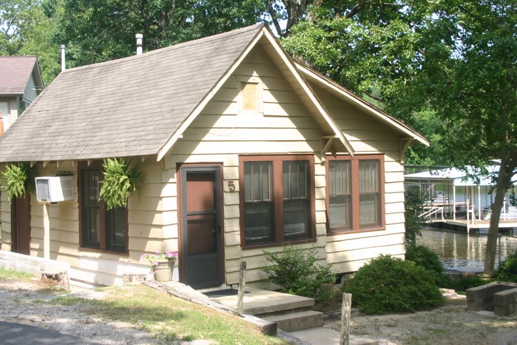 Cottage # 5 - Edgewater Resort - 10 Minutes To Oaklawn, holiday rental in Lake Hamilton