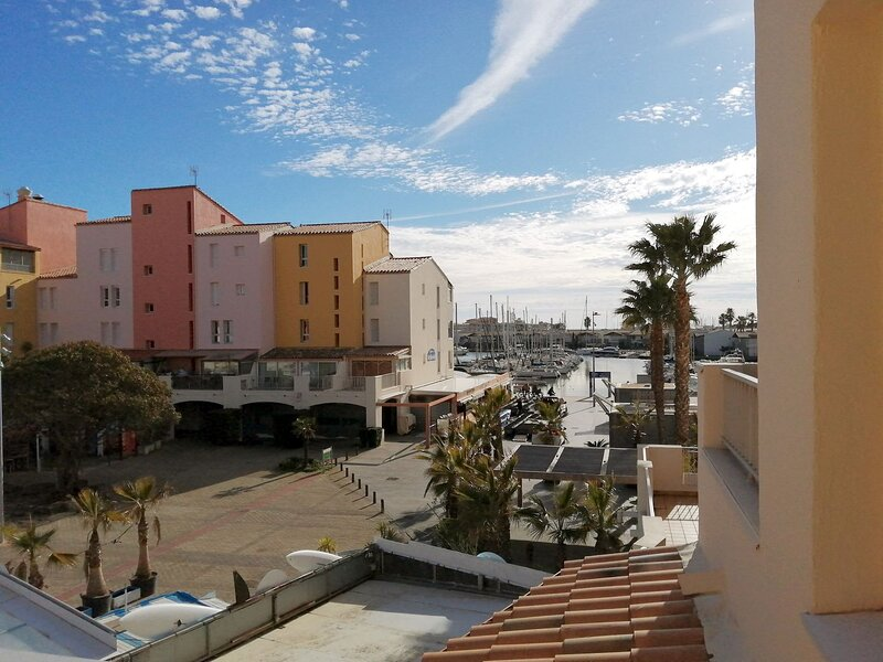 Modern 1 Bed Apartment with Terrace & Pool, location de vacances à Cap d'Agde