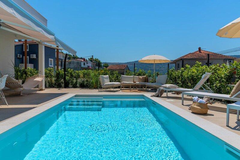 Villa Stella Maris – Modern villa with pool in Poljica, Trogir, casa vacanza a Poljica