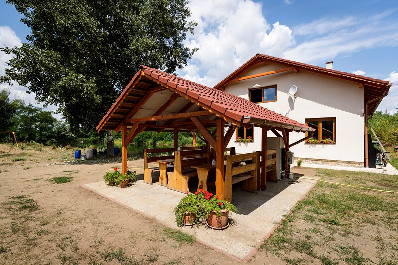 Captivating 4-Bed Apartment in Kál, holiday rental in Eger