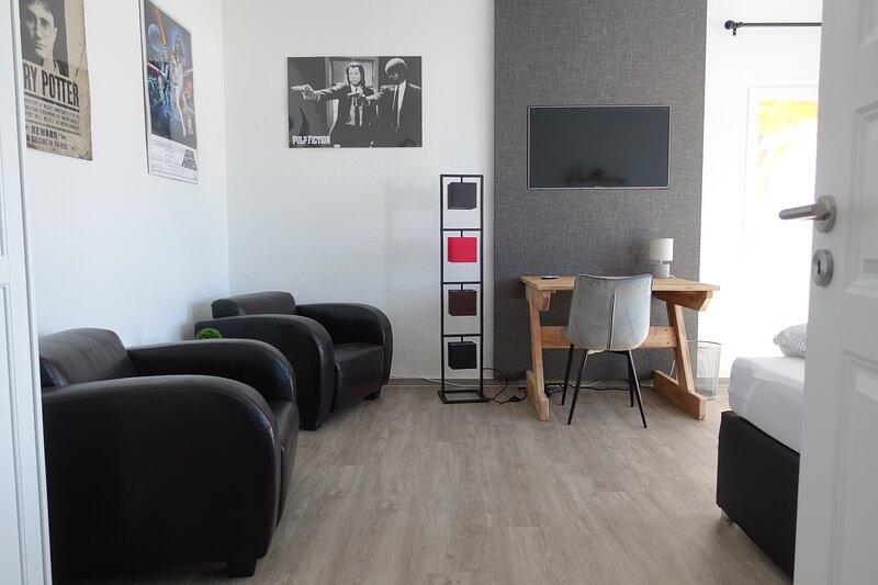 250qm Ferienhaus nahe Berlin für 16 Personen, holiday rental in Diensdorf-Radlow