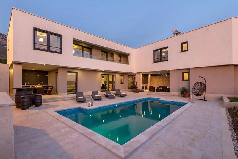 Luxury Villa Royale, location de vacances à Kastel Sucurac