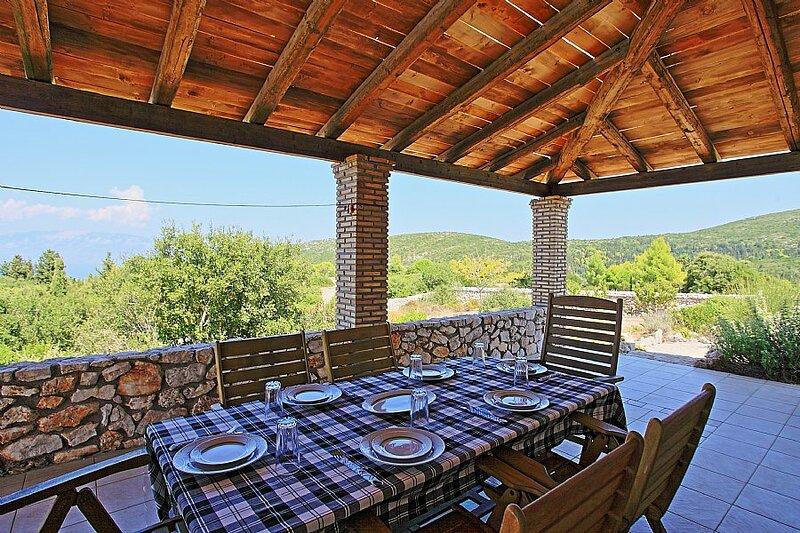 Villa Dimitris Private pool with spectacular views, alquiler vacacional en Anafonitria