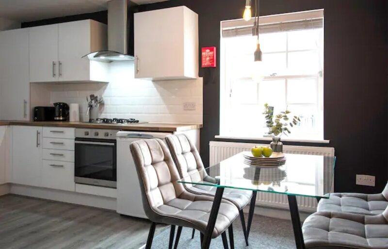 Heron Suite 3 Bedroom Apartment Leamington Spa, holiday rental in Lighthorne