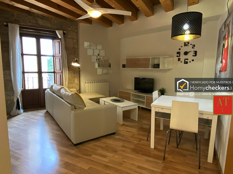 HomyAT MELENDEZ, holiday rental in Roscales de la Pena