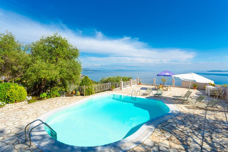 Michalis: Large Private Pool, Walk to Beach, Sea Views, A/C, WiFi, vacation rental in Nissaki