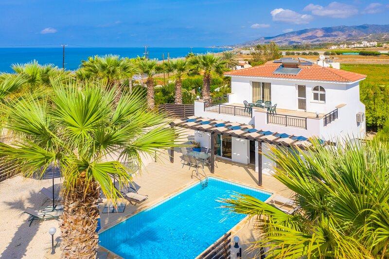 Villa Aspelia: Large Private Pool, Walk to Beach, Sea Views, A/C, WiFi, vacation rental in Limni