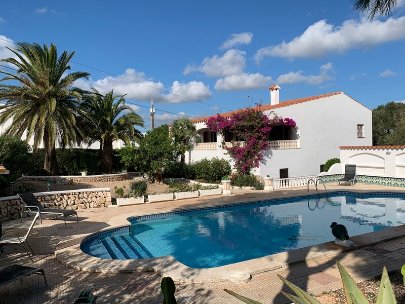 Villa Cas Sucrer: Large Private Pool, Walk to Beach, A/C, WiFi, Car Not Required, holiday rental in Binibeca