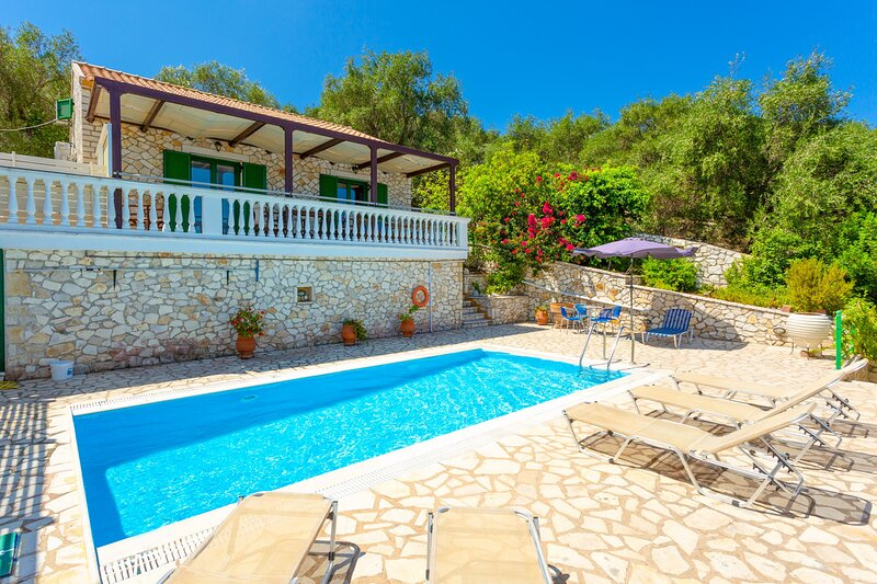 Villa Anastasia: Large Private Pool, Walk to Beach, Sea Views, A/C, WiFi, holiday rental in Platanos