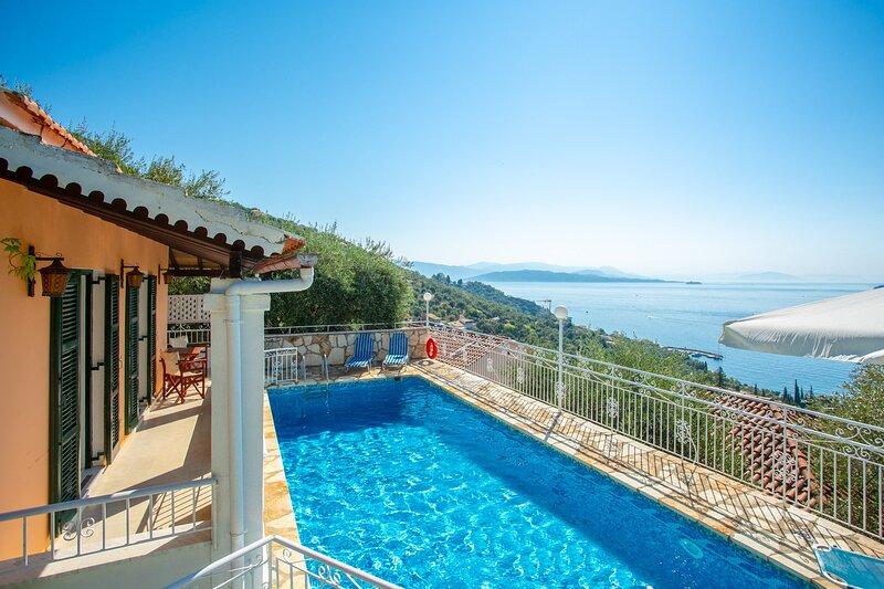Villa Elia: Large Private Pool, Walk to Beach, Sea Views, A/C, WiFi, holiday rental in Vigla