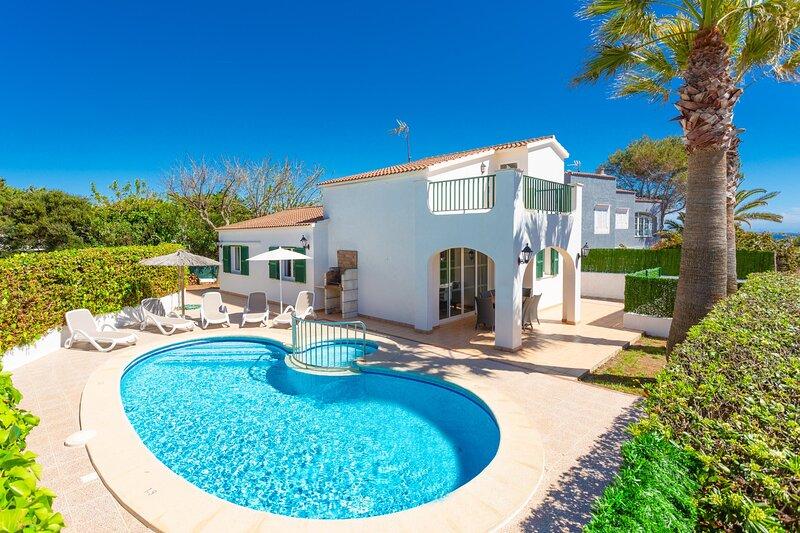 Villa Elizabeth: Large Private Pool, Walk to Beach, A/C, WiFi, Car Not Required, aluguéis de temporada em Cala'n Forcat