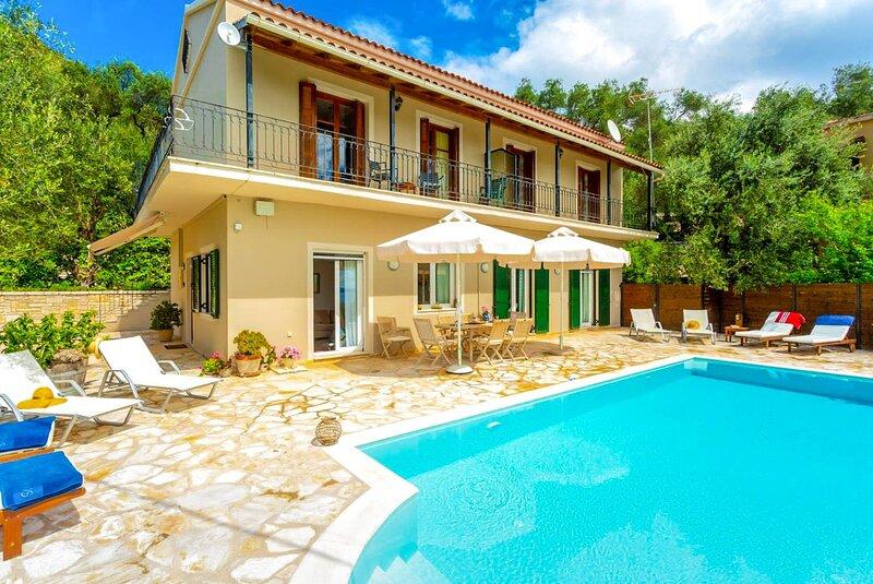Villa Katerina: Large Private Pool, Walk to Beach, Sea Views, A/C, WiFi, holiday rental in Nissaki