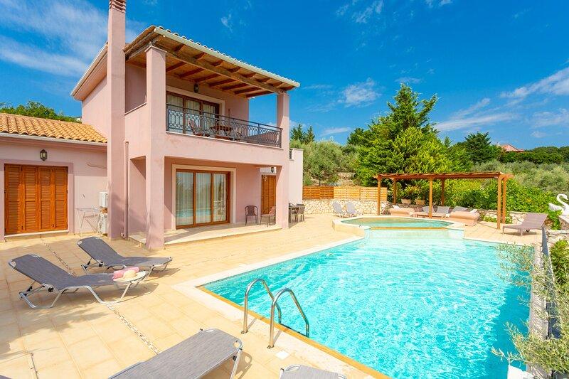 Villa Kyknos: Large Private Pool, Walk to Beach, Sea Views, A/C, WiFi, location de vacances à Spartochori
