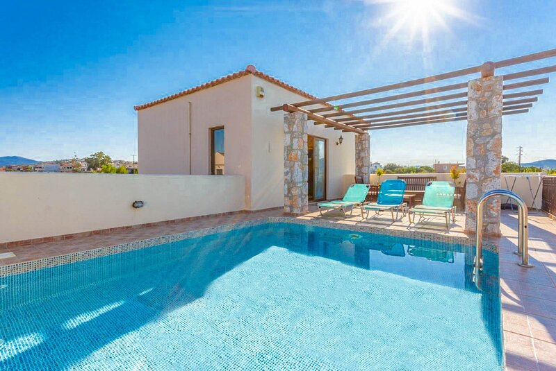 Villa Melina: Private Pool, Walk to Beach, Sea Views, A/C, WiFi, location de vacances à Tavronitis