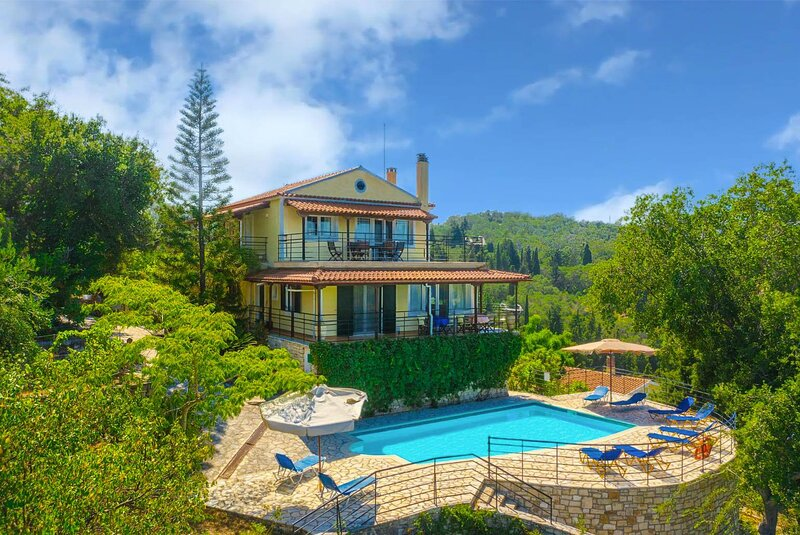 Villa Nefeli: Large Private Pool, Walk to Beach, Sea Views, A/C, WiFi, location de vacances à Rantatika