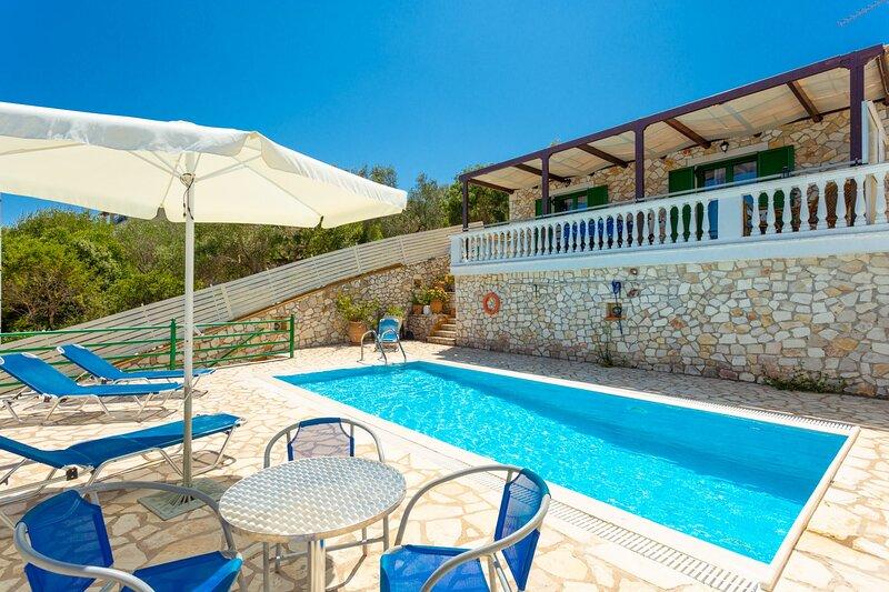 Villa Martha: Large Private Pool, Walk to Beach, Sea Views, A/C, WiFi, holiday rental in Platanos