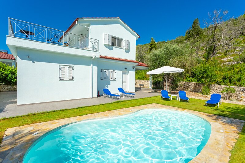 Villa Mia: Private Pool, Walk to Beach, A/C, WiFi, Car Not Required, holiday rental in Loggos