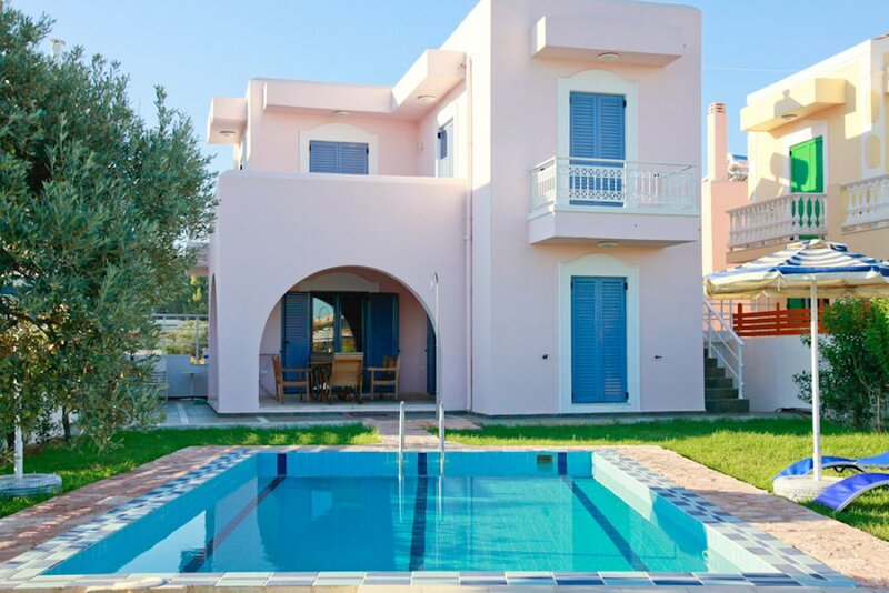 Villa Nisyros: Large Private Pool, Walk to Beach, A/C, WiFi, Car Not Required, holiday rental in Kolympia