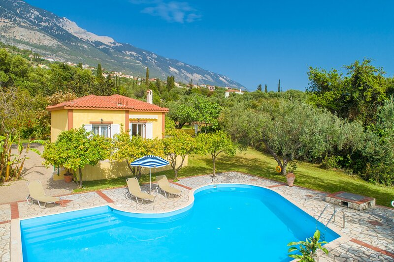 Villa Russa Dionisis: Large Private Pool, Walk to Beach, Sea Views, WiFi, Ferienwohnung in Kefalonia