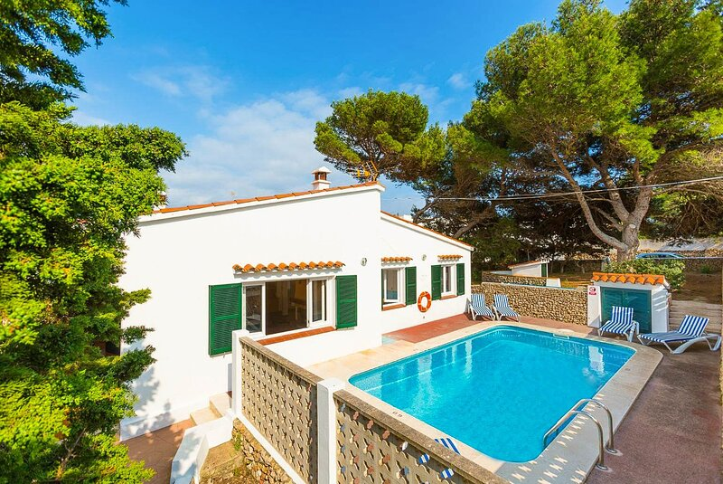 Villa Trepuco Uno: Large Private Pool, Walk to Beach, A/C, WiFi, location de vacances à Cala Llonga