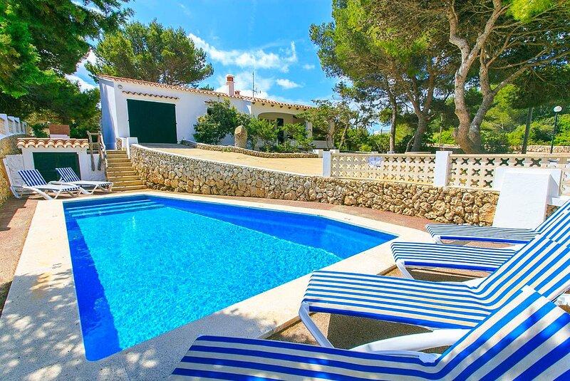 Villa Trepuco Dos: Large Private Pool, Walk to Beach, A/C, WiFi, aluguéis de temporada em Es Castell