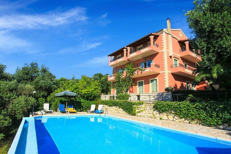Villa Vasso: Large Private Pool, Walk to Beach, Sea Views, A/C, WiFi, aluguéis de temporada em Agnitsini