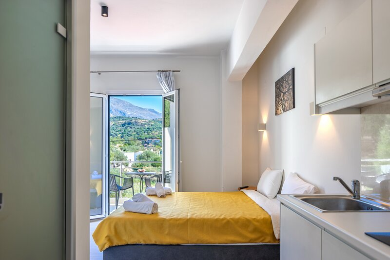 Cozy studio neat the beach & amenities, Plakias 1, holiday rental in Mirthios