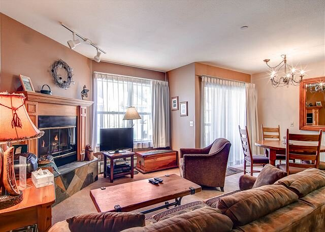 River Mountain Lodge 318W Condo: Ski-In, Downtown Breck!, vacation rental in Breckenridge