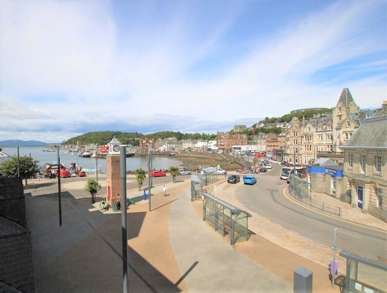 Seaside Apartment - Town Centre Apartment, holiday rental in Lochdon