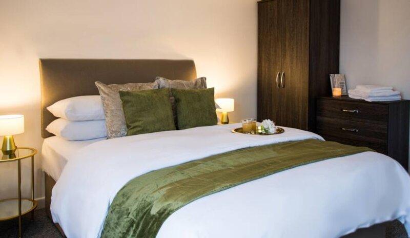 Highfield Suite 2 Bedroom Apartment Leamington Spa, holiday rental in Lighthorne