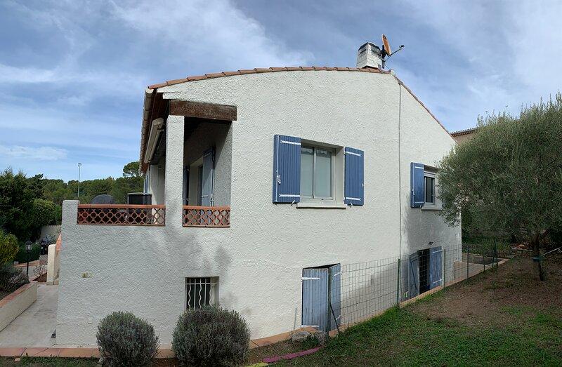 T2 (bas de villa) au calme, à 10 min de Cassis et de ses Calanques, alquiler vacacional en Roquefort-la-Bedoule
