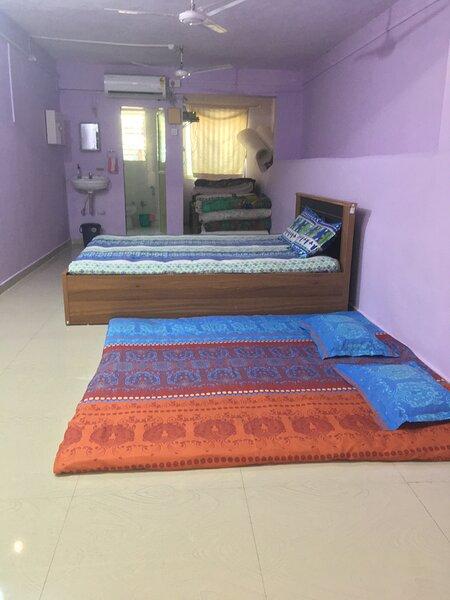 Sadguruprasad Belifal farmhouse RiverTouch villa Private pool Home Food options, aluguéis de temporada em Raigad District