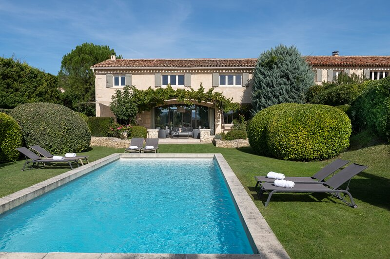 A contemporary provencal Bastide near Gordes, holiday rental in Joucas