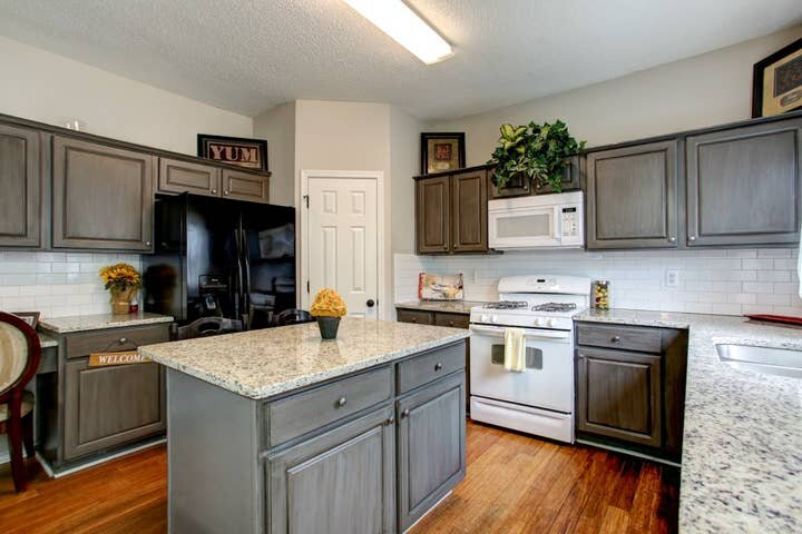 GoodKarma Rentals - Sugar House! Oversized Clean Updated Convenient sm, vacation rental in Acworth