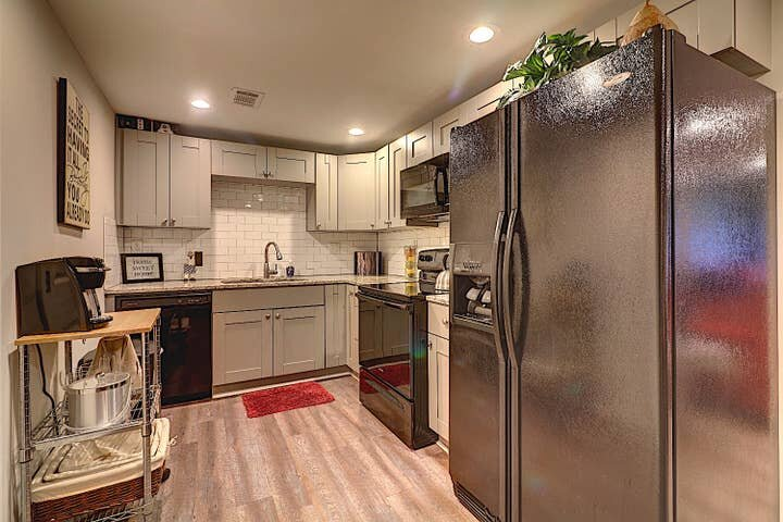 GoodKarma Rentals - Norcross convenience. 4m to I-85.  700+Reviews hd, holiday rental in Lawrenceville