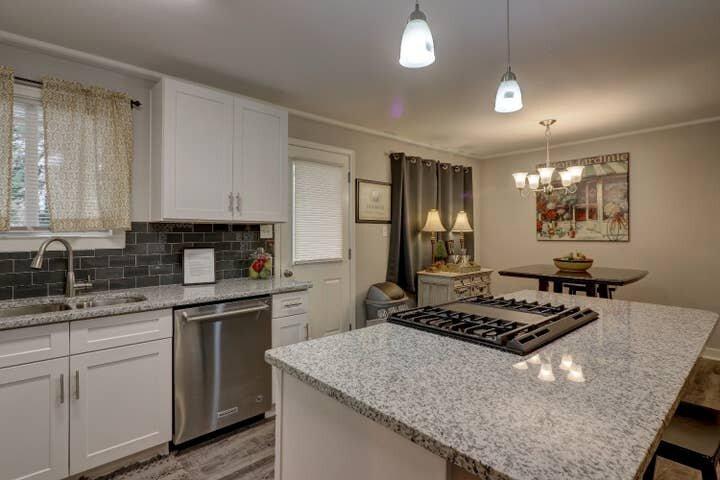 GoodKarma Rentals - Marietta Square Entire House Cute,Clean, Close ml, vacation rental in Marietta