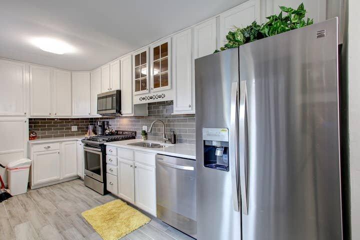 GoodKarma Rentals - Smyrna's Sweet Home - 1/2 Mile to Interstate FR, aluguéis de temporada em Smyrna