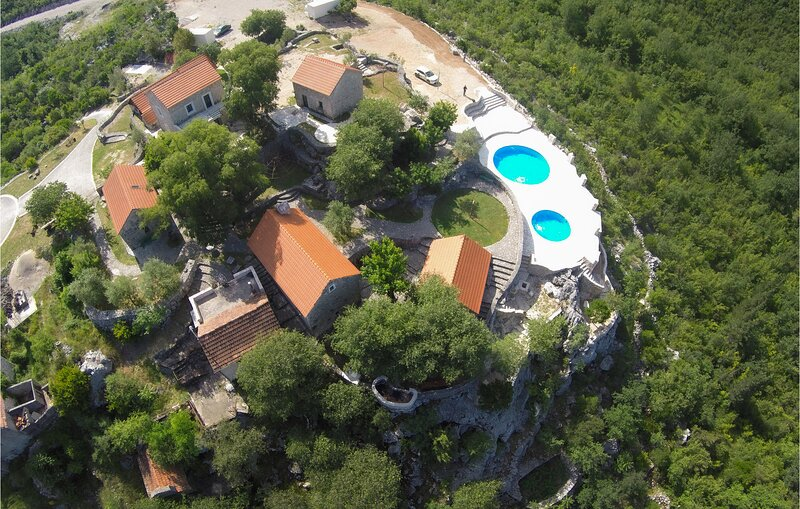 Stunning home in Vrgorac with Outdoor swimming pool, WiFi and 3 Bedrooms (CDC673, vacation rental in Vrgorac
